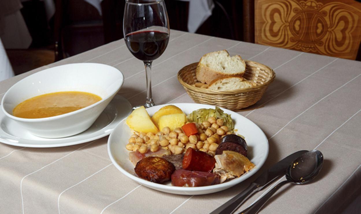 Resultado de imagen de cocido madrileño vino